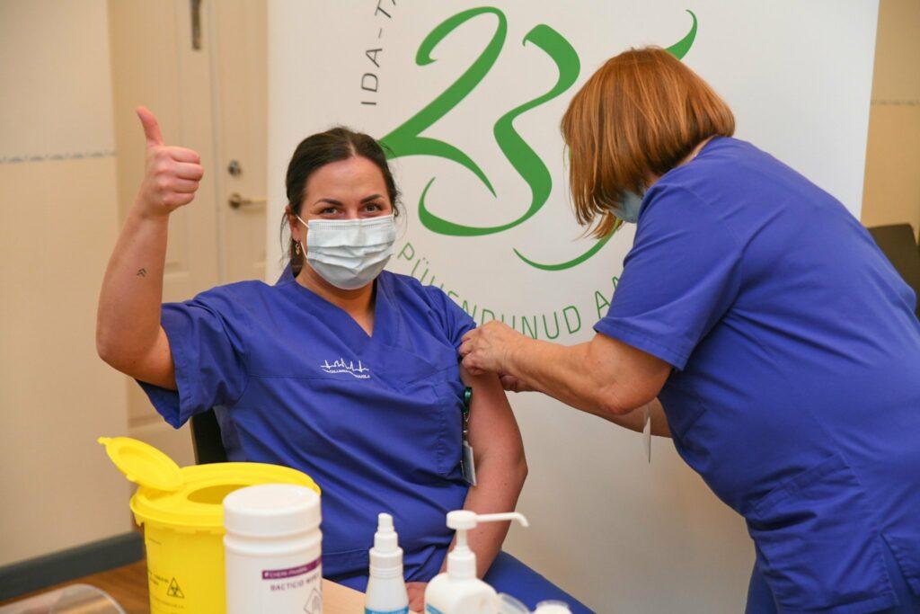 Meditsiinitöötaja vaktsineerimine